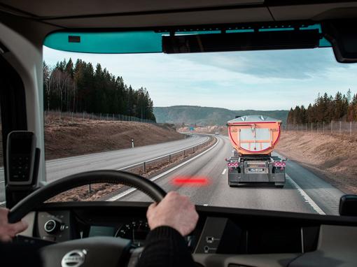 Distance Alert już w samochodach Volvo