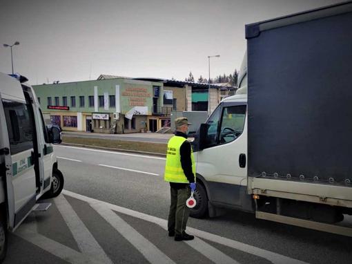 Uchodźcy w ciężarowce z arbuzami