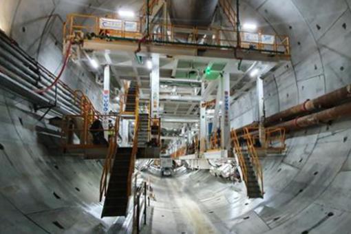 Maszyna drążąca tunel w Świnoujściu dotarła na Wolin
